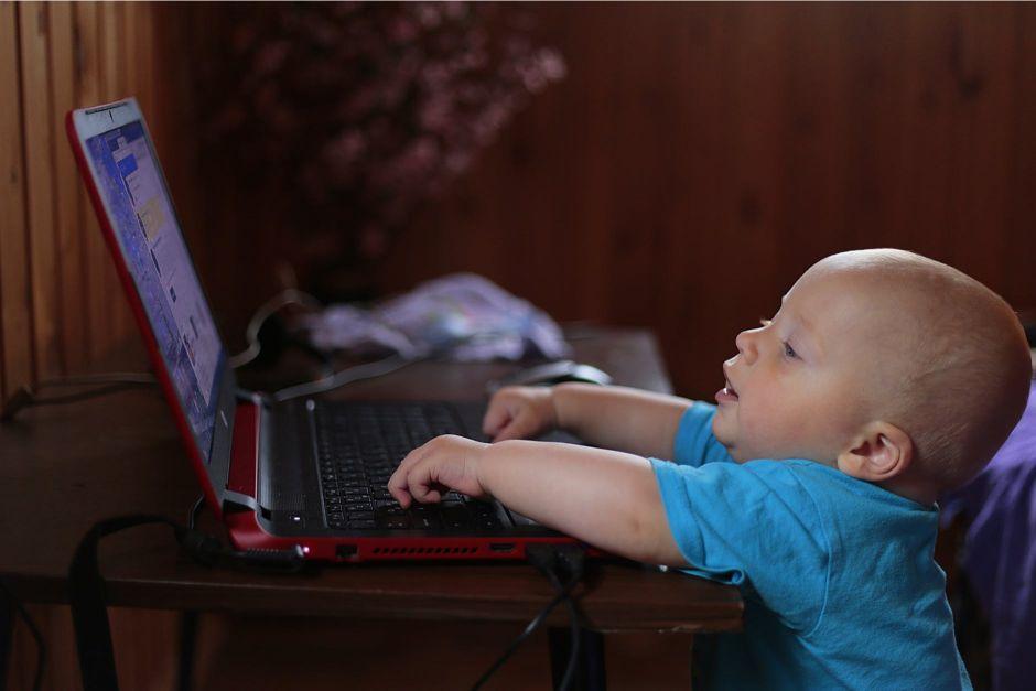 Reconversia profesională pentru tați: de ce e o idee buna să devii programator atunci când crești copii